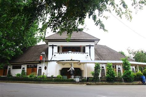 tempat wisata  purwakarta  hits  wajib