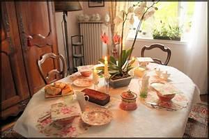 Table Petit Dejeuner Lit : petit d jeuner rose photo de mes jolies tables manouedith et ses passions ~ Teatrodelosmanantiales.com Idées de Décoration