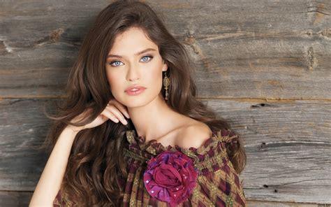 Moda The Wishingwell Bianca Balti And Bar Refaeli For
