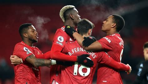 Football: Manchester United draw level with Liverpool atop ...