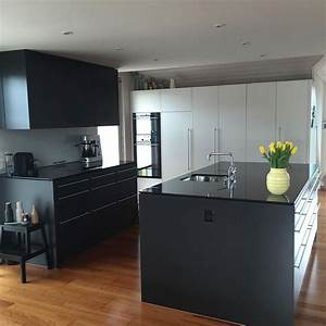 Weisse kueche schwarze arbeitsplatte ideen kuchen for Schwarze küche