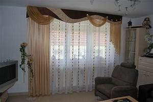 Gardinen Und Vorhänge Für Wohnzimmer : klassischer wohnzimmer vorhang mit verschiedenen schals und schabracke in braun und champagner ~ Sanjose-hotels-ca.com Haus und Dekorationen