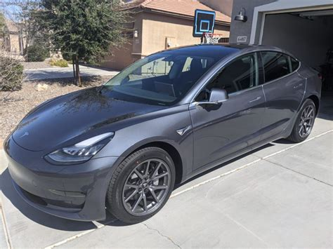 Get Tesla 3 With And Wihtout Aero Covers Pics