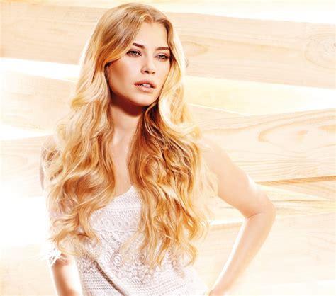 waist length hairstyle  blonde hair   natural