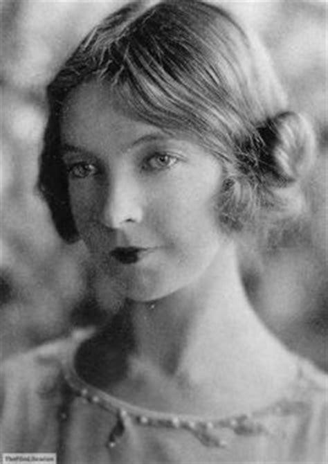 Dame Judith Anderson as Gertrude and Lillian Gish as Ophelia, 1936 | Lillian gish ...