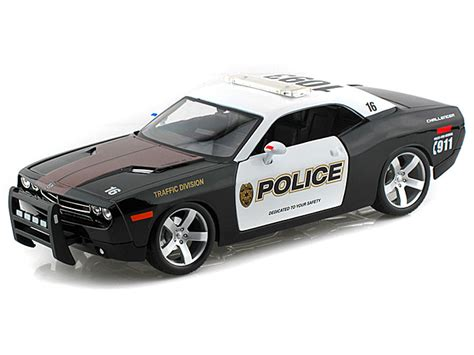 1 18 police car with maisto 1 18 dodge challenger police car