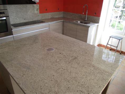 cuisine en granit plan cuisine granit adouci poli granitier dans le