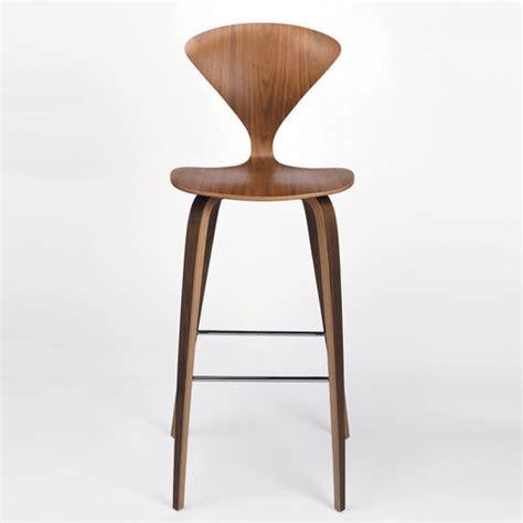 chaise de bar en bois la chaise haute de bar quelle modèle choisir selon l