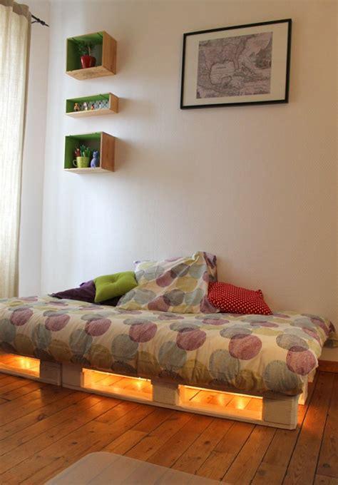 canapé lit 140x190 lit en palette 50 idées pour fabriquer un lit en palette