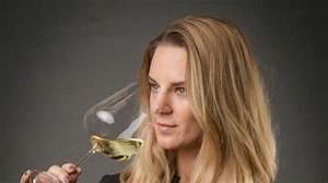 Fiona Figlm U00fcller Pr U00e4sentiert Mit Fum U00e9 Blanc Calcaire 2013 Ihren Zweiten Wein  U2013 Bild