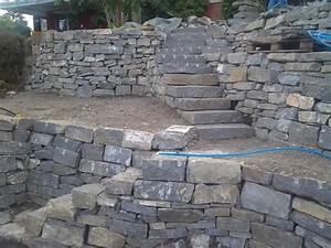 Trockenmauer Bauen Ohne Fundament : naturstein natursteinmauer bodenbelag naturstein bel ge ~ Lizthompson.info Haus und Dekorationen