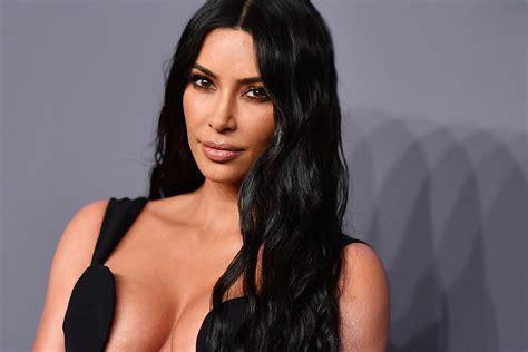 Kim Kardashian Spotted Without Wedding Ring Amid Divorce ...