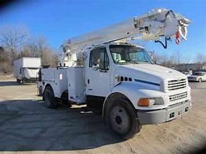 Sterling M7500  2002    Bucket    Boom Trucks