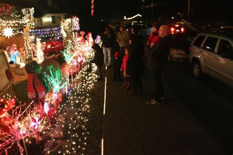 west seattle christmas lights west seattle west seattle holidays menashe family lights 1