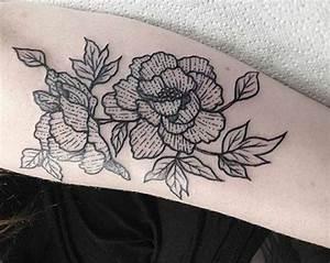 Rosen Tattoos Schwarz : pfingstrosen tattoos 21 ideen mit bedeutung ~ Frokenaadalensverden.com Haus und Dekorationen