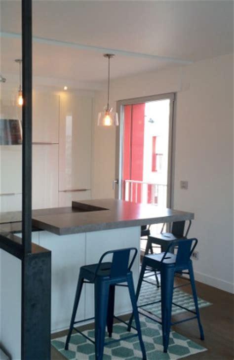 plan travail cuisine beton cire cuisine scandinave avec verriere modèle rive droite
