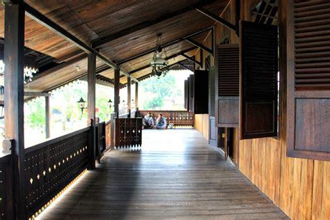 rumah adat belitung kebanggaan masyarakat negeri laskar