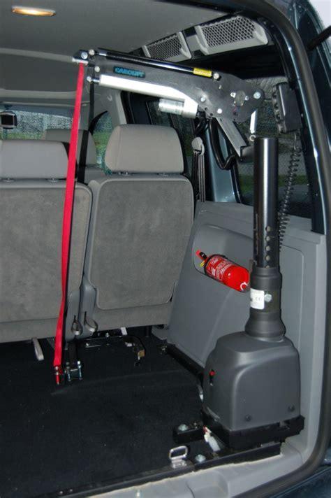 elevateur pour fauteuil roulant el 233 vateur pour chaise roulante coffre carolift 6900 mees mobility center