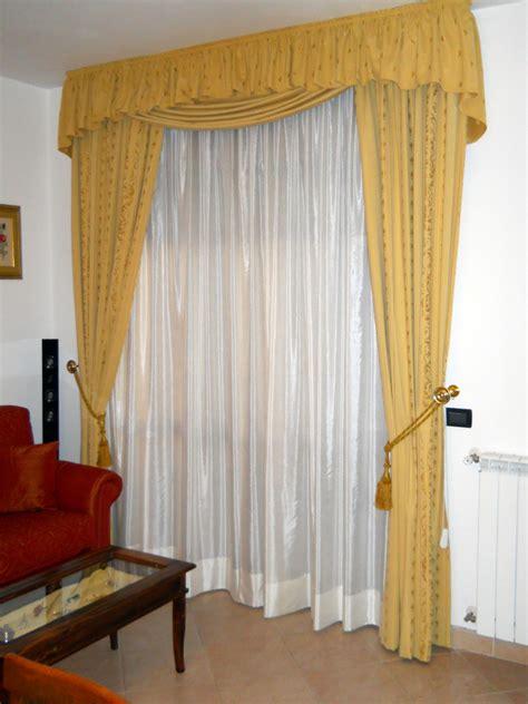tende con calate e mantovane foto tendaggio con mantovane di arredo artigiano di