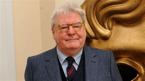 Hollywood remembers British director Sir Alan Parker ...