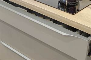 Poignée Meuble Cuisine Design : poign es de porte de placard boutons et finitions comera cuisines ~ Teatrodelosmanantiales.com Idées de Décoration