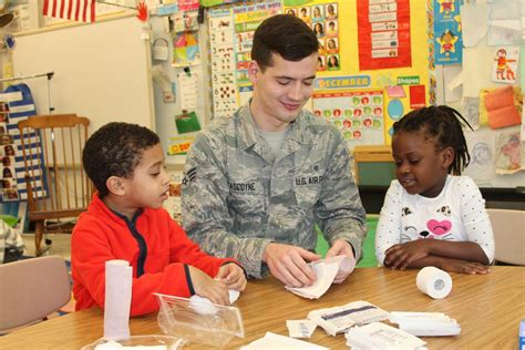 college gardens elementary school service members give local students insight into