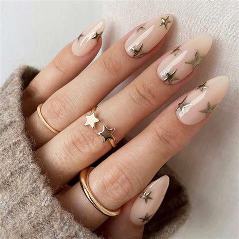 ✅uñas decoradas negras y doradas. Diseños de uñas en tendencia para darle la bienvenida al 2021 ¡y brillar!