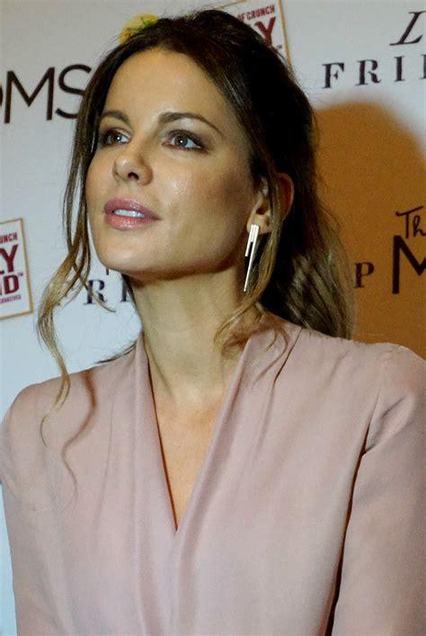 actress like kate beckinsale kate beckinsale talks love friendship reel life with