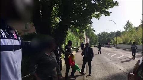 Un journaliste de la RTS agressé à Genève lors d'une manif anti-Paul Biya - rts.ch - Genève