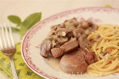 poele à bois pour cuisiner filet mignon de porc aux chignons tout le monde à table