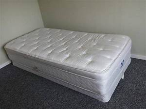 twin box spring and mattress comox campbell river With double bed mattress and box spring