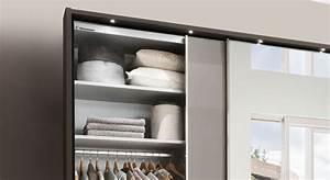 Kleiderschrank Mit Einlegeböden : kleiderschrank mit gro em spiegel grauen schwebet ren butaco ~ Eleganceandgraceweddings.com Haus und Dekorationen