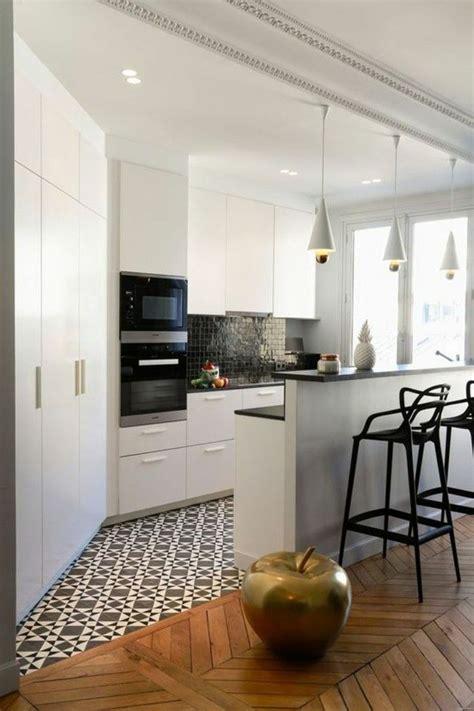 parquet dans la cuisine les 25 meilleures idées concernant cuisine compacte sur