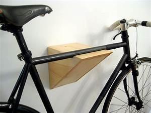 Fahrrad Wandhalterung Holz : fahrrad wandhalterung v shelf in elegantem design pulverbeschichtetes aluminium und eine ~ Markanthonyermac.com Haus und Dekorationen