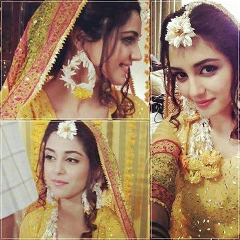 bride  haldi outfit haldi mehendi pakistani mehndi
