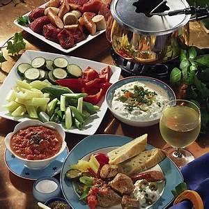 Dips Zum Fondue : fleisch fondue mit zwei dips rezept lecker ~ Lizthompson.info Haus und Dekorationen