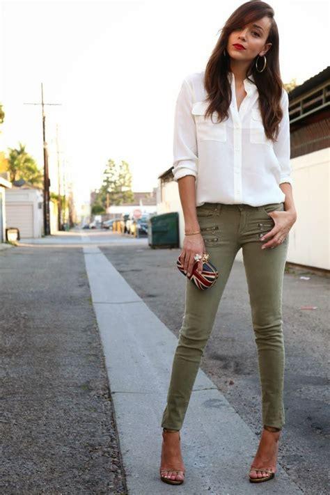 look bureau femme les 25 meilleures idées concernant pantalon kaki sur