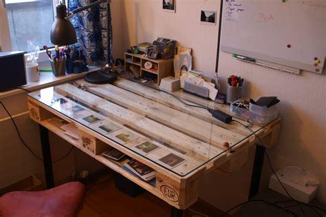 plaque de verre bureau diy desk built with palette