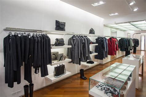 Mantovani Carate Brianza by Shops Mantovani Fashion Store Abbigliamento Scarpe E