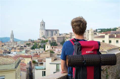 Couchsurfing - kā ceļot un iepazīt vietējo kultūru ...