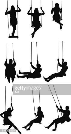 Vectores libres de derechos: Silhouette of people swinging