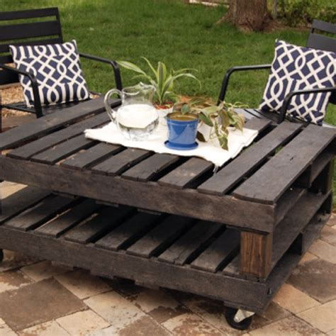 rolling pallet patio table diy furniture home decor