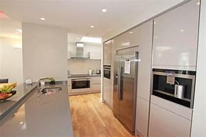 Cashmere handleless gloss kitchen - Modern - Kitchen