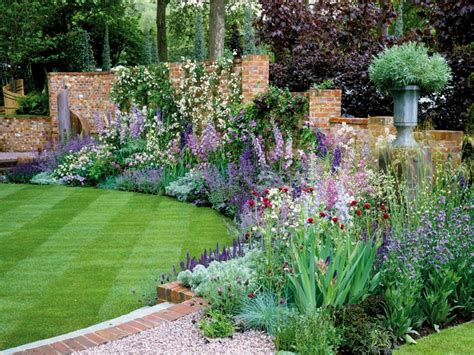 10 Superb Flower And Lawn Landscaping Ideas  Houz Buzz