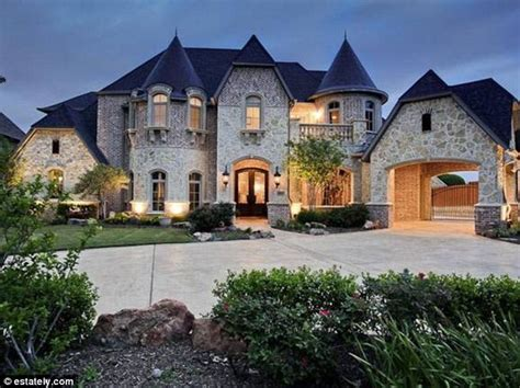 Want To Live Like A King? The American Castle Homes You