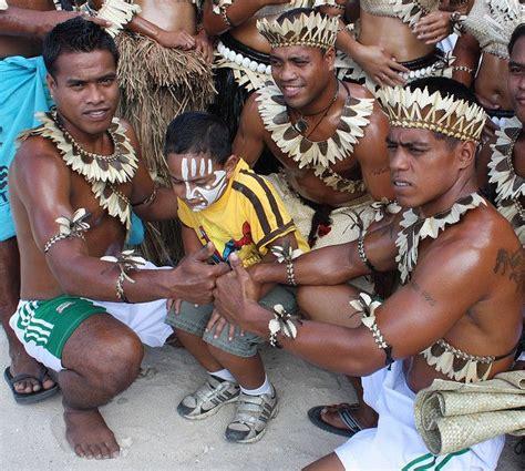 Kiribati Men | Hawaii island, Micronesia, Federated states ...