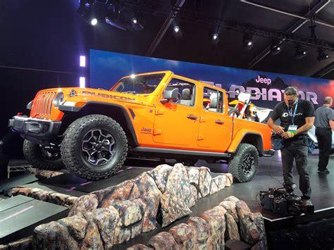 jeep gladiator truck   dominate midsize pickup