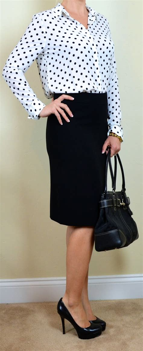 Outfit post polka-dot blouse black pencil skirt | Outfit Posts