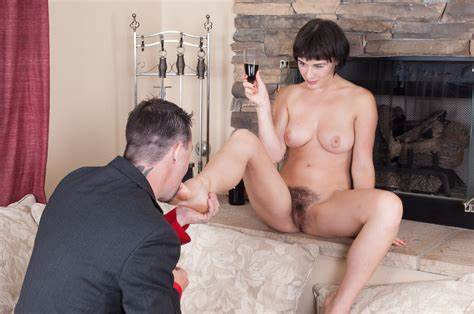 Slim Natural Breast Black Hair Taking Fun With A Large Penis