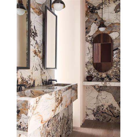 Salle de bain en marbre moderne et à forte personnalité ...